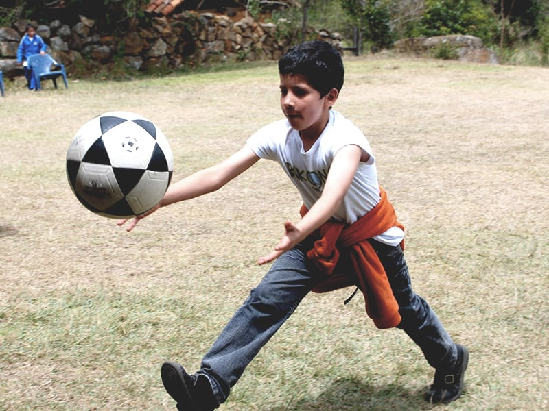 niños-jugando-en-bakongo